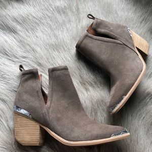 Jeffrey Campbell Cromwell taupe suede boots 9